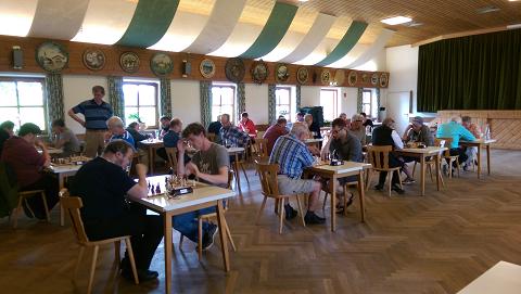 Im Vordergrund: Der SC Wolfratshausen II spielt 2:2 gegen den Gautinger SC