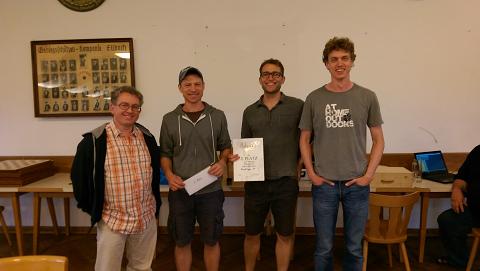 Die Mannschaft des Gautinger SC bei der Siegerehrung: Georgios Andreadakis, Oliver Nikutowski, Alexander Fischer-Brandies und Sebastian Finsterwalder.