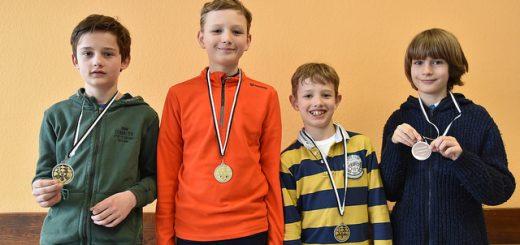 U12 Siegerehrung: Lucian Enno, Phlipp und Leonard (von links)